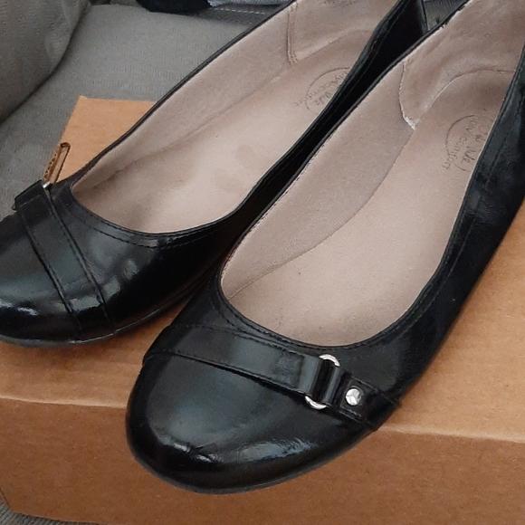 Life Stride Shoes - Black Life Stride Flats